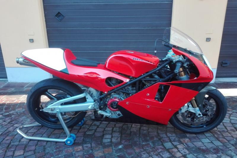Ducati 1000 Battle Of The Twins (B.O.T.T.)
